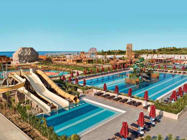 aska resort waterpark.jpg