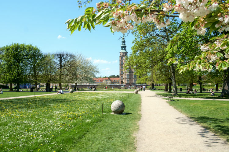 Rosenborg Garden with Castle.jpg