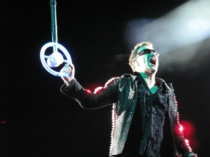 Bono Wheel Microphone Yelling