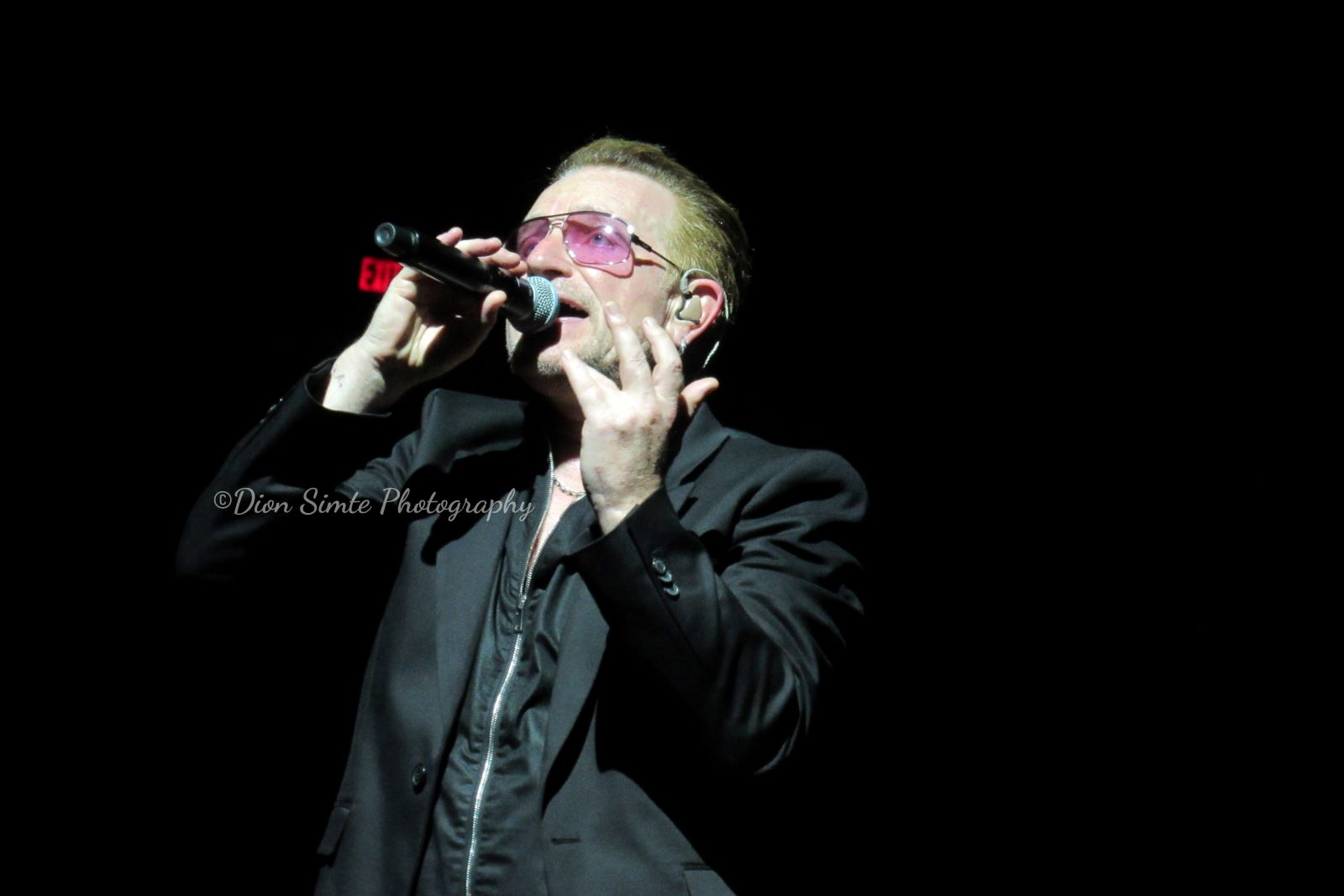 Bono on stage in Phoenix, AZ 5/22/2015