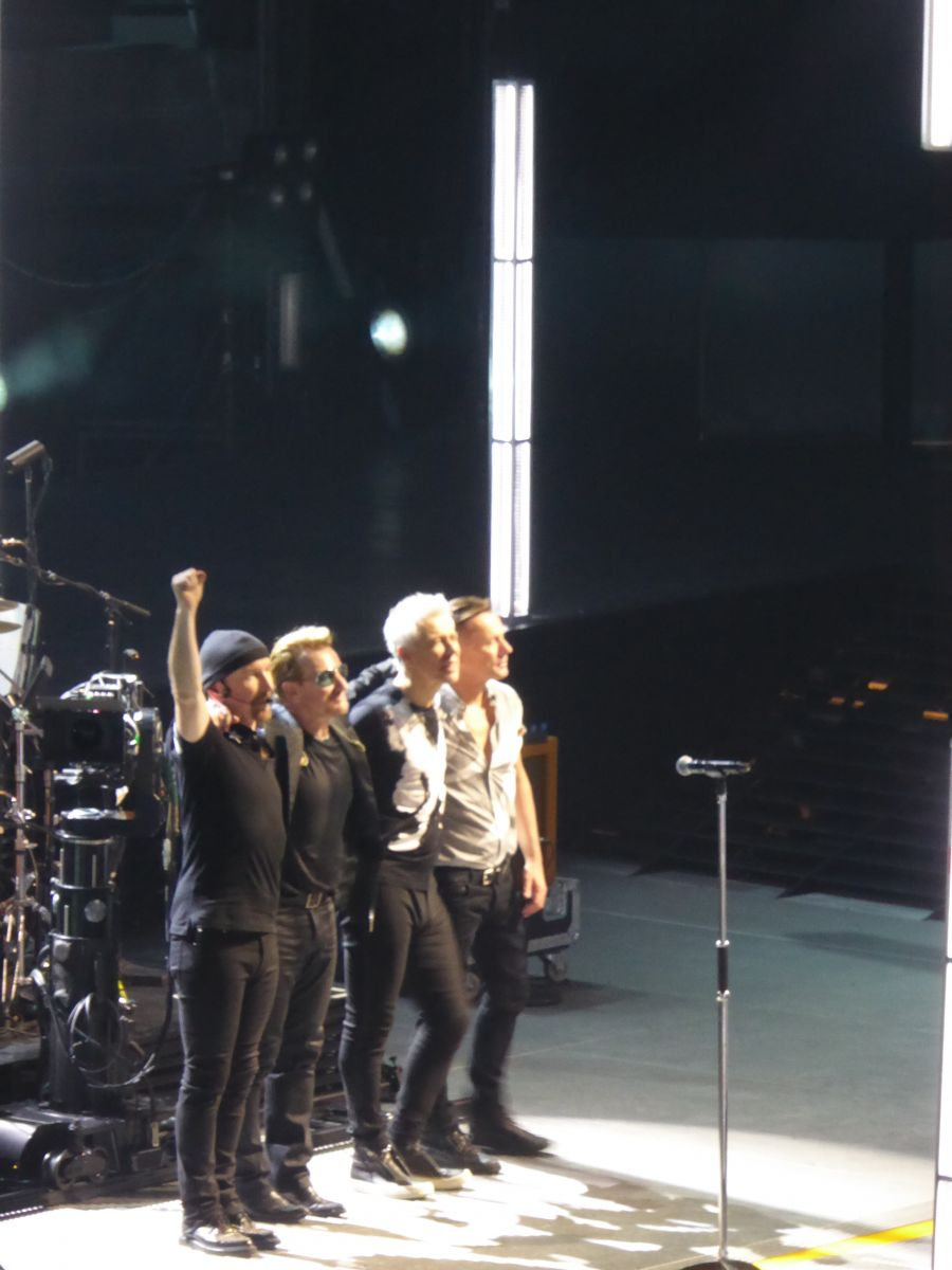 U2IEParisBercy band