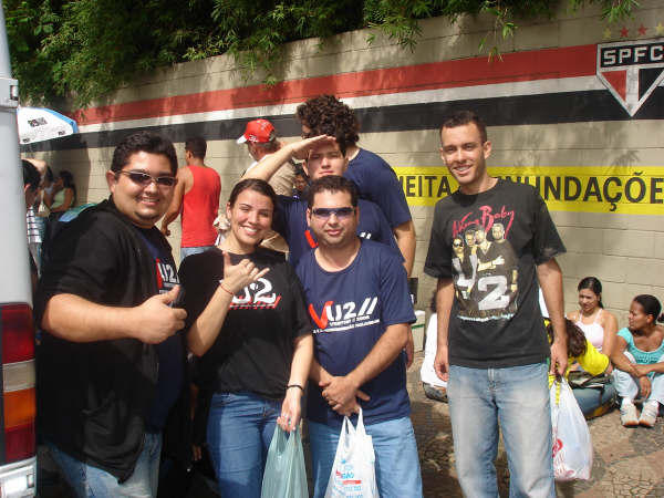 FAN CLUB U2 FORTALEZA AT THE ENTRANCE OF VERTIGO TOUR IN SAO PAULO, BRAZIL