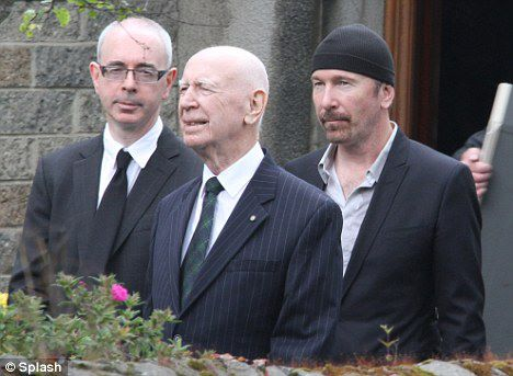 Edge at Gwenda´s funeral