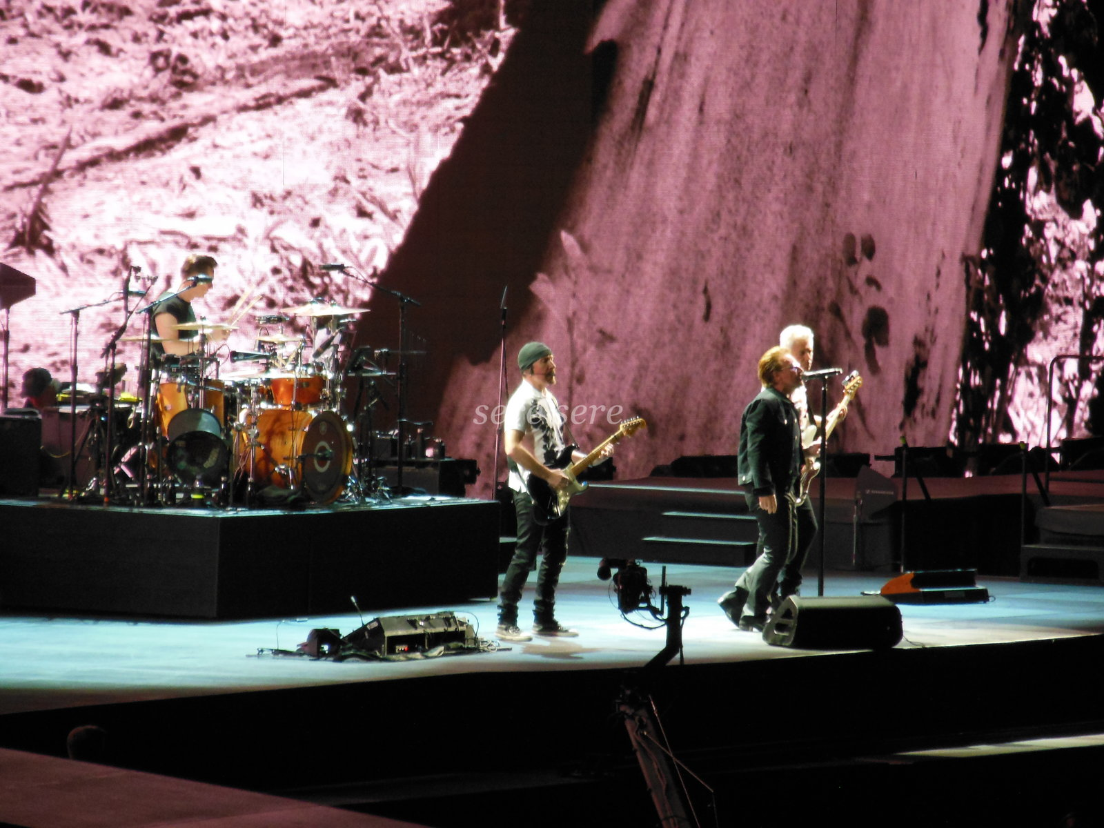 U2 on stage in Rome TJTT2017