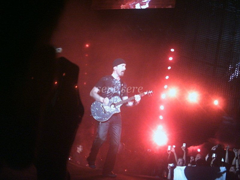 The Edge on stage in Nice Vertigo Tour 2005