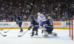MTL vs. WPG - Dec. 22, 2011