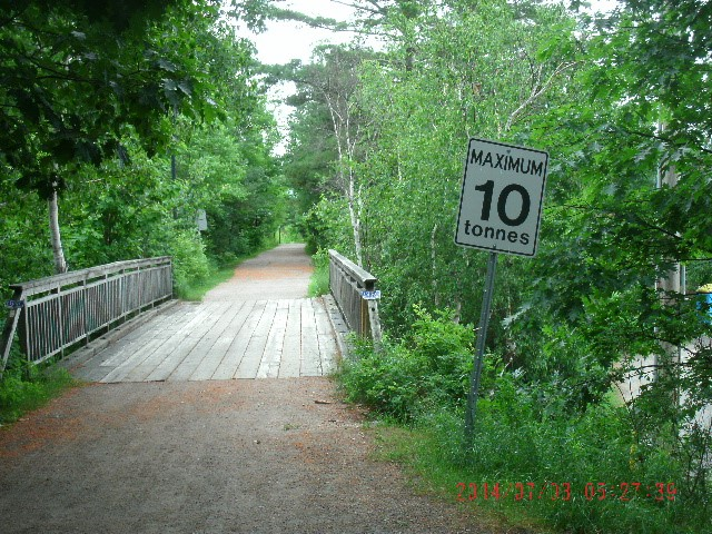 MAX 10 TONS WOODEN BRIDGE. OVER FOOTPATH, PARRY SOUND.jpg