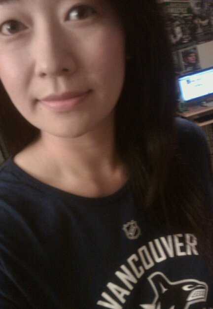 my friends in vancouver got me an Ehrhoff #5 shirt!  :D