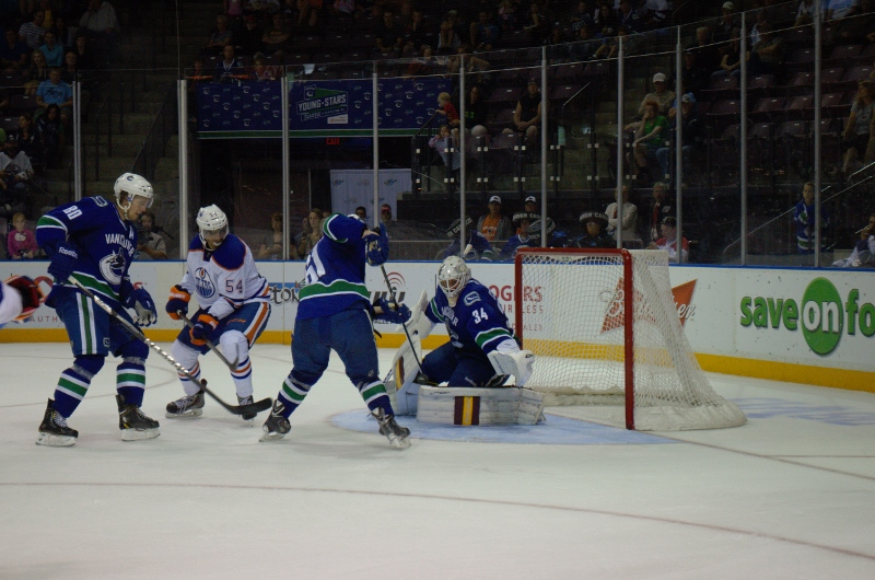 Young Stars canucks VS Oilers (735) (800x530)