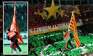 1413661357702_Large_Preview_galleryImage_Galatasaray_Souness_tribu.JPG