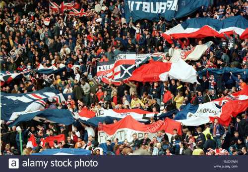 season-19981999-rangers-ibrox-glasgow-the-rangers-fans-in-full-voice-BJD0WN.jpg