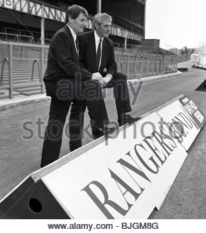 april-1991-ibrox-glasgow-rangers-manager-walter-smith-right-unveils-bjgm8g.jpg