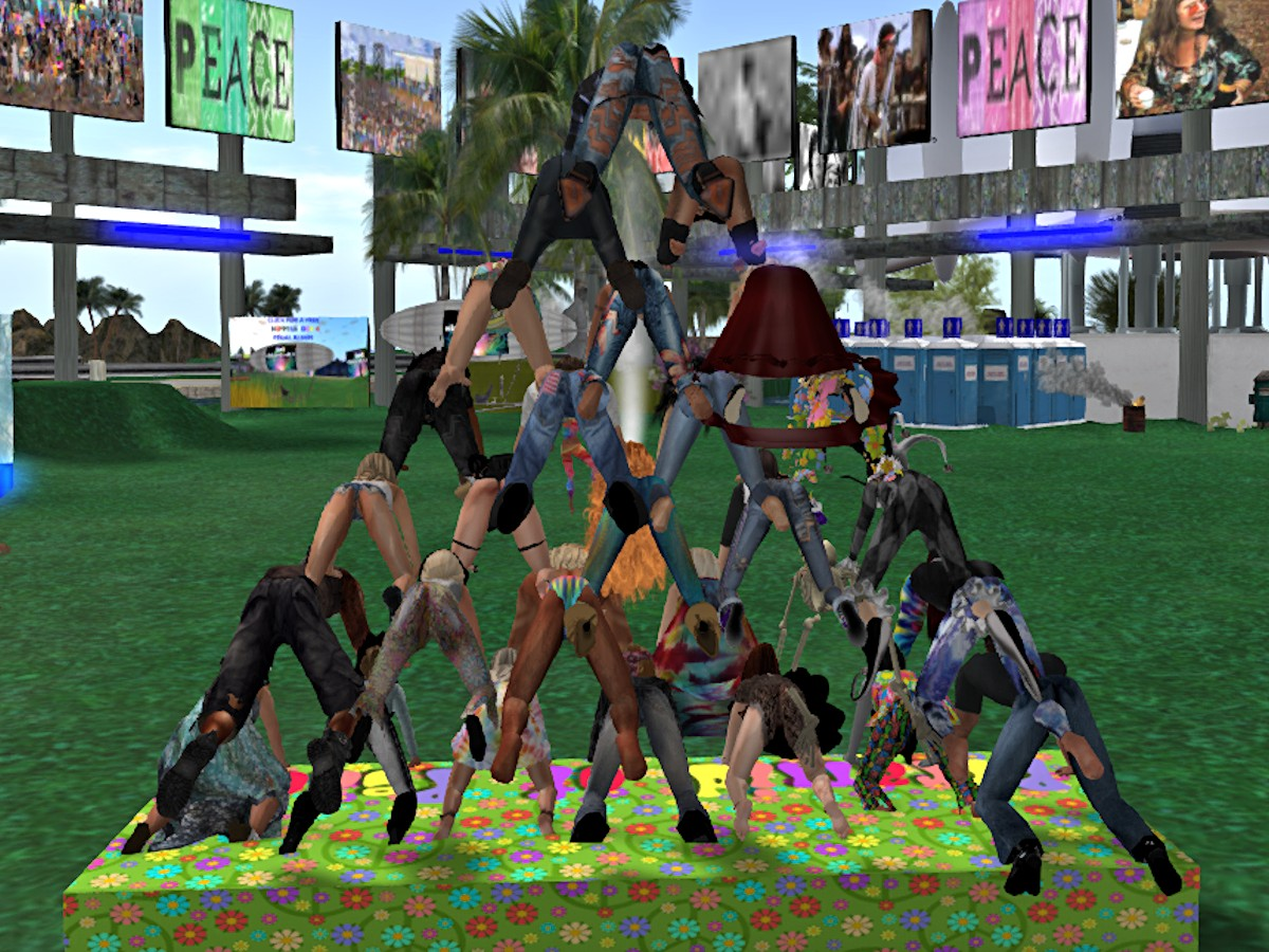 Hippiestock 4 pyramid - back.jpg