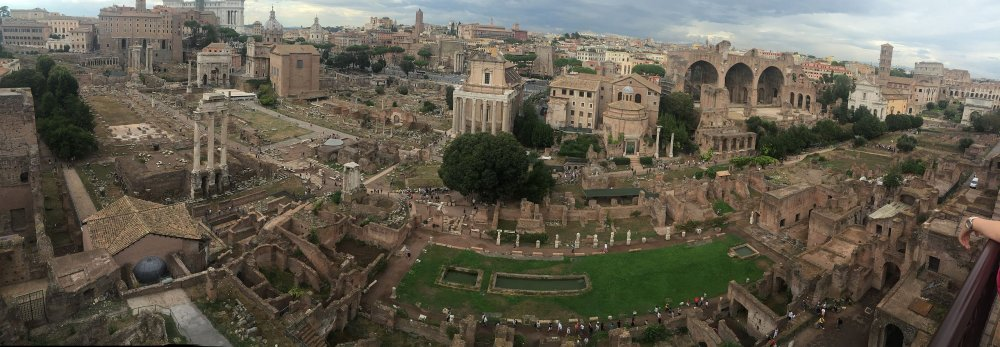2560px-Roman_Forum_from_Palatine_Hill_9-