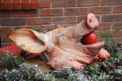 pigs-head-apple-11890588.jpg