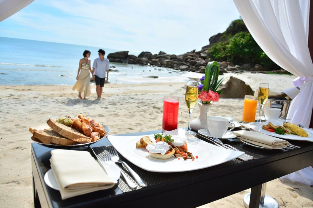 private-beach-breakfast.jpg