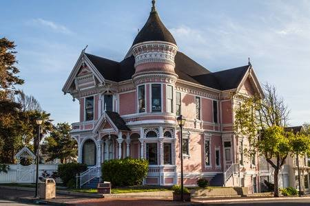 28765384-pink-victorian-house-in-eureka-old-downtown-california.jpg
