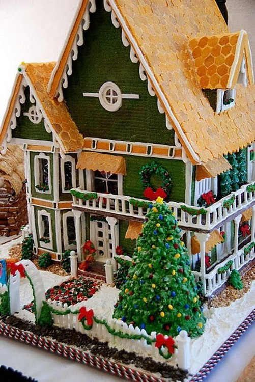 f5a2e0bb2732d873df2c1de589c06f78--gingerbread-village-christmas-gingerbread-house.thumb.jpg.8344e9d6de28a3596df3f55b543fbdd8.jpg