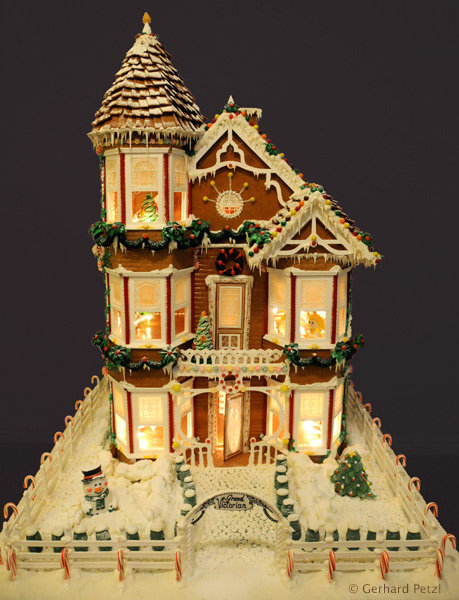 most_beautiful_gingerbread_house_by_gerhard_petzl-14.jpg.604c8e161390abfffd931e21402ed3a5.jpg