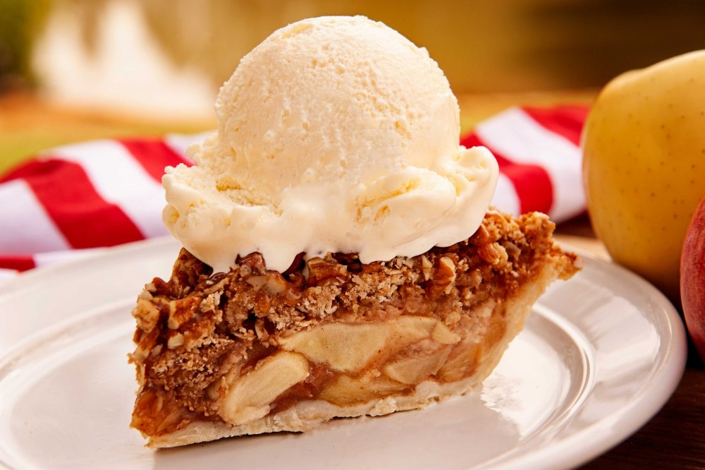 A-slice-of-Caramel-Apple-Crunch-with-a-scoop-of-vanilla-ice-cream.jpg