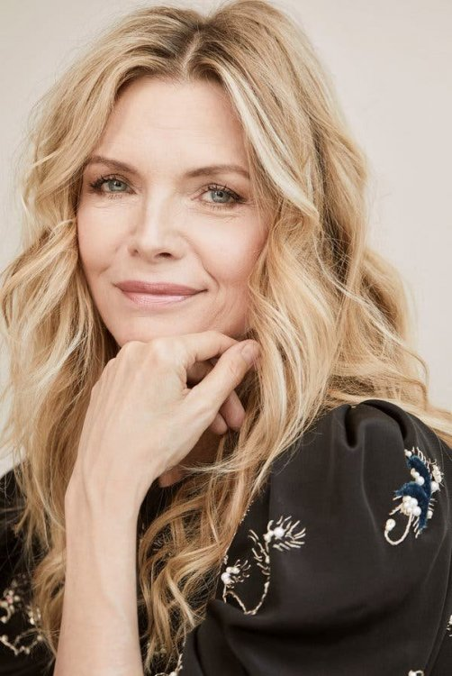 05MICHELLE-PFEIFFER1-articleLarge.jpg