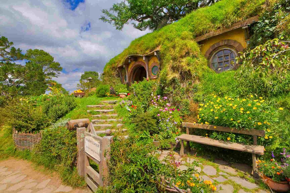 Hobbit-House-Earth-Sheltered-House-Via-Smallspaces.about.com-565c8d523df78c6ddf631c76.jpg