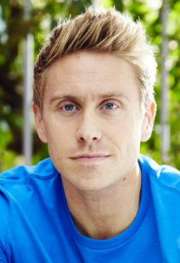 russell-howard_3534802a-large_cr.thumb.png.e227f30855909009cf85fe6768794c77.png