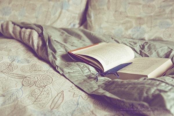 Resultado de imagen para chcia leyendo un libro tumblr