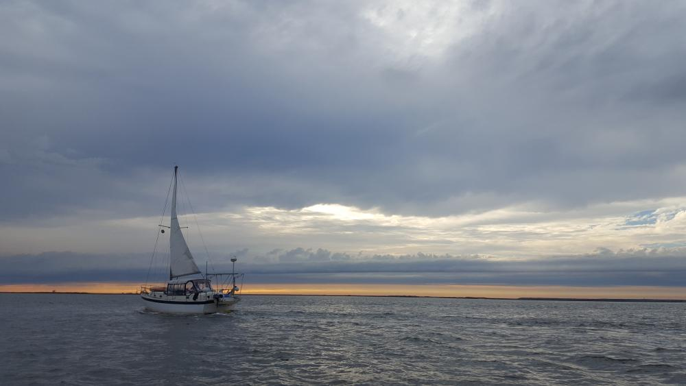sailboat_on_the_cold_bay.thumb.jpg.b75b6819a62370b7e7e2671f7f74ba17.jpg