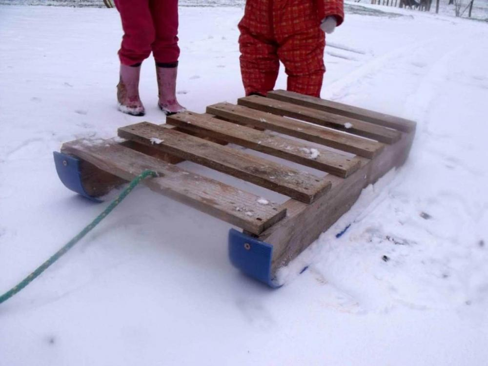 1001pallets.com-6-terrific-pallet-sleds-you-can-make-quickly-1-1320x990.jpg