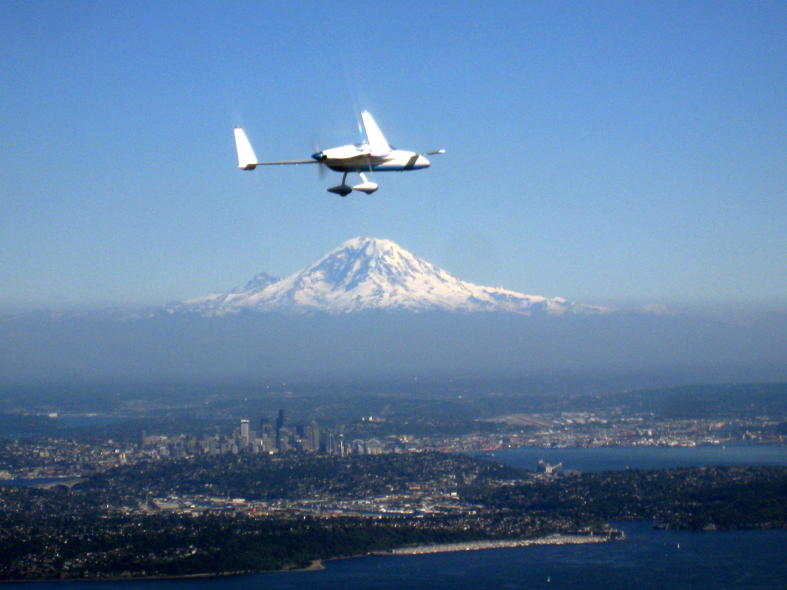 Stag Mike Sabourin's Long EZ over Seattle And Mt Rainier 140710c
