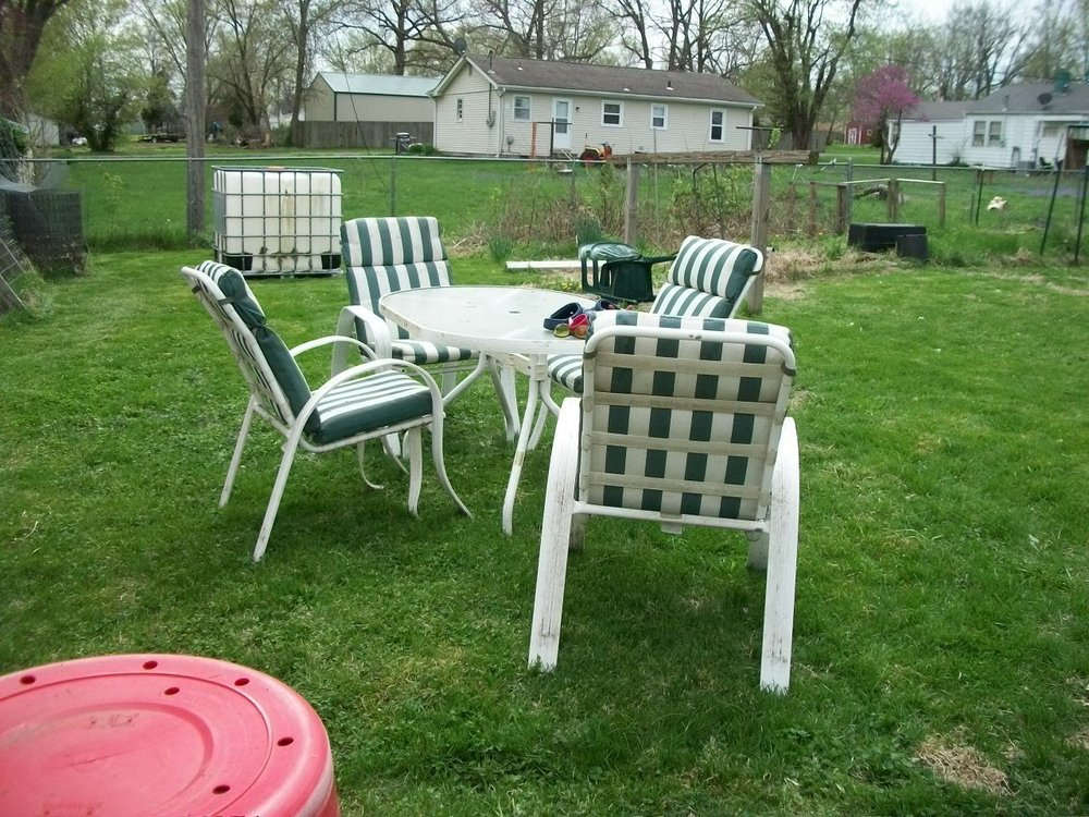 101_1044 Patio Set in garden area.jpg