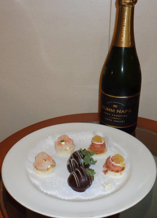 CHAMPAGNE AND APPETIZERS.JPG