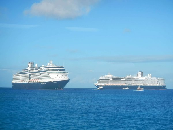 Eurodam and Koningsdam.jpg