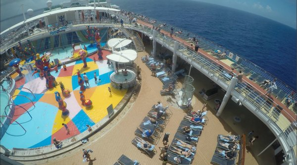 Freedom of the seas pool deck