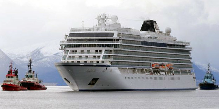 Viking sky arriving at Molde port.jpg