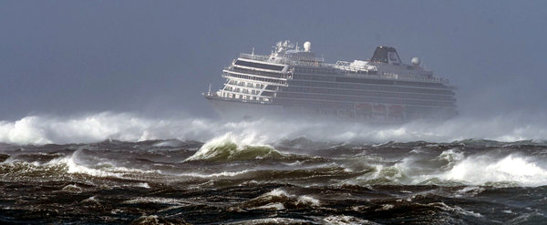VikingSky -23 March 2019-2.jpg