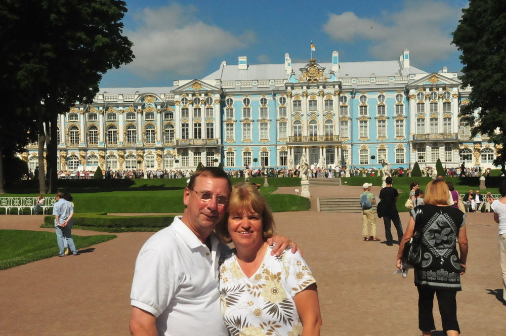 Paul & Theresa Cathrines Palice St Petersburg Russia 2010.JPG