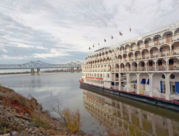 08 American Queen at Natchez.jpg