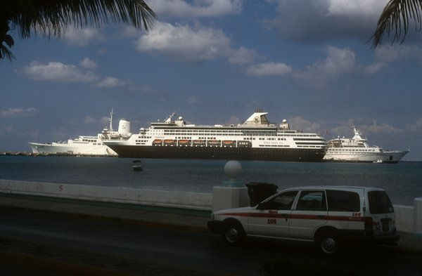 10 Island Breeze, Veendam and Enchanted Capri at Cozumel.jpg
