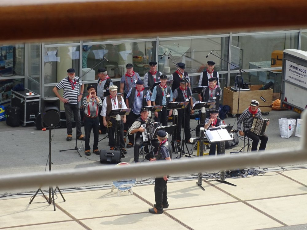 2017 VOV #6 (876) local band 4pm Sailaway.JPG
