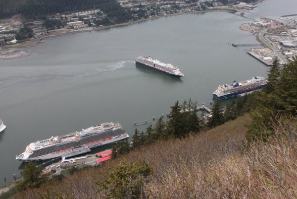07 Oosterdam arriving at Juneau, with Royal Princess and Millennium.JPG