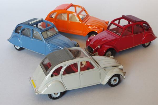Toutes les mini-Citroën que j'aime - Page 10 Small.citroen2cvdinkyquatre2.JPG.d3e47340e217f02f5ef7b2b371741028