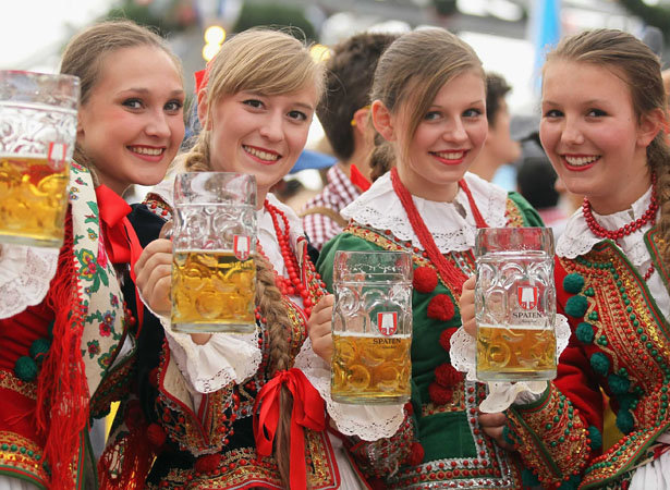 oktoberfest-girls-beer.jpg