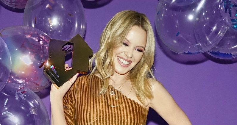 kylie-minogue-disco-official-number-1-award-1100.jpg.c1d3a7a4b84847732b771e22d9426548.jpg