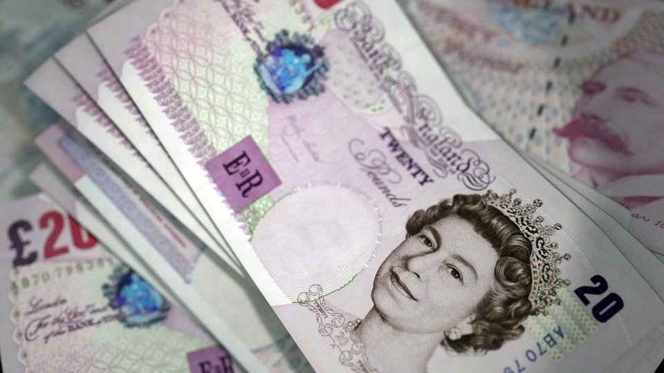 Dollar drops, four-week high for GBP - EMEA brief 30 Aug
