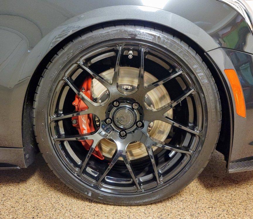tires_1.thumb.jpg.327a32961e15812591ec92ddf1335a43.jpg