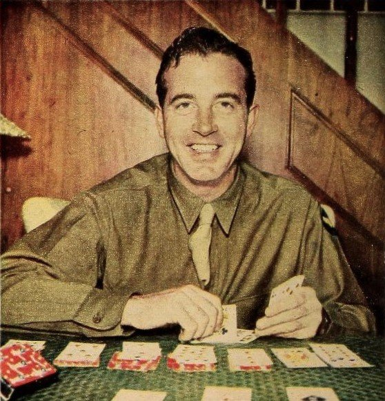 John_Payne_plays_Solitaire,_1945.jpg