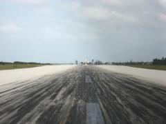 Back Taxiing 737 at Grand Cayman