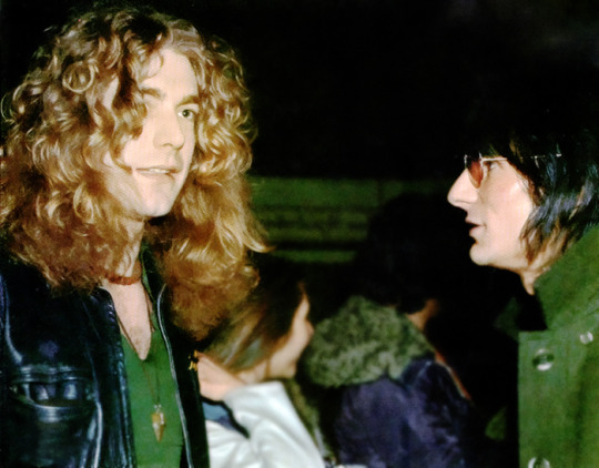 ROBERT PLANT AND RONNIE WOOD FEBRUARY 14 1975.jpg